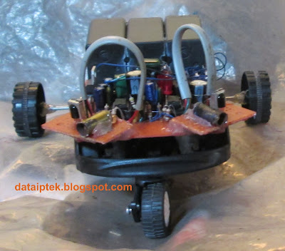 Robot with obstacle sensor