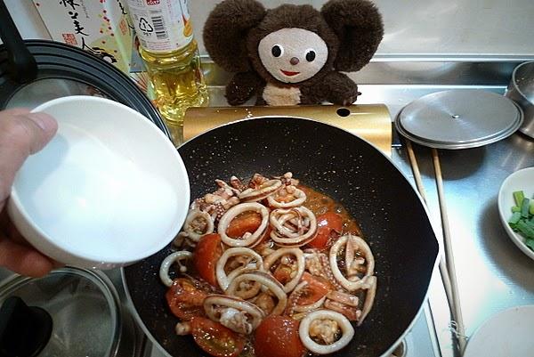 イカとトマトのサッと炒めの作り方(4)