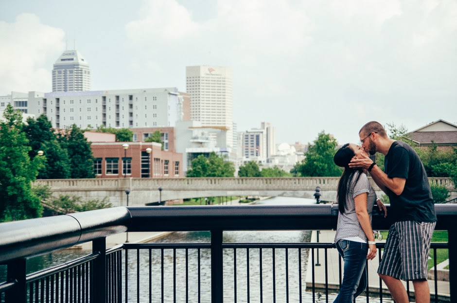 Indianapolis Engagement photographer Ashlee Lauren photographs cute couples in love in downtown Indy with her nikon camera in places like the canal walk, IUPUI campus, local indy restaurants, and more. Her style is all about capturing organic moments that are true to life, while also being editorial and boho. Her photoshoots are fun, relaxed, and perfect for lovers. Enjoy a session of your own summer, fall, winter, or spring. She also photographs couples from around naptown, from places like fishers indiana, carmel indiana, hamilton county, and marion county.