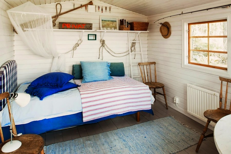 domek letni, domek letniskowy, dom nad wodą, wnętrza, styl morski, styl marynarski