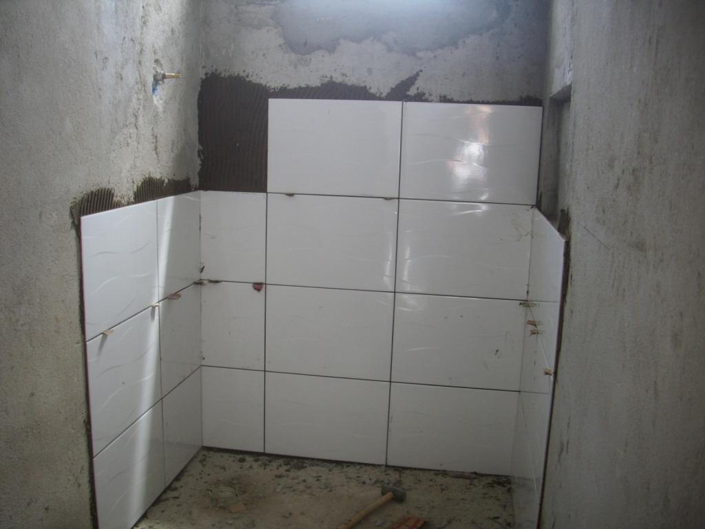 Saga do Banheiro V: Acabamentos Construindo Nossa House #5B6470 1024x768 Banheiro Com Azulejo Ate A Metade