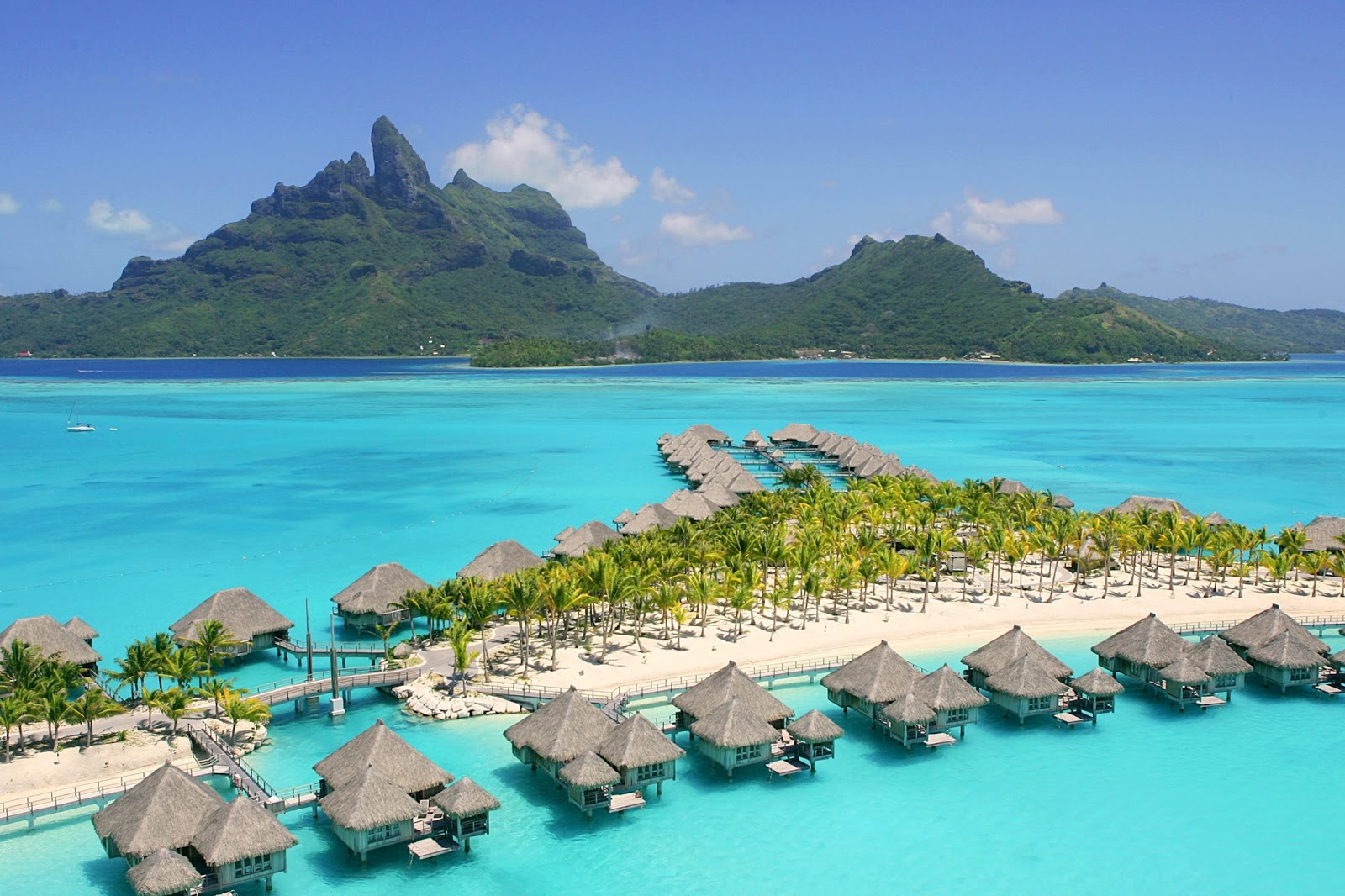 Luxury life design the five most luxurious beaches in the for Most luxurious beach resorts in the world