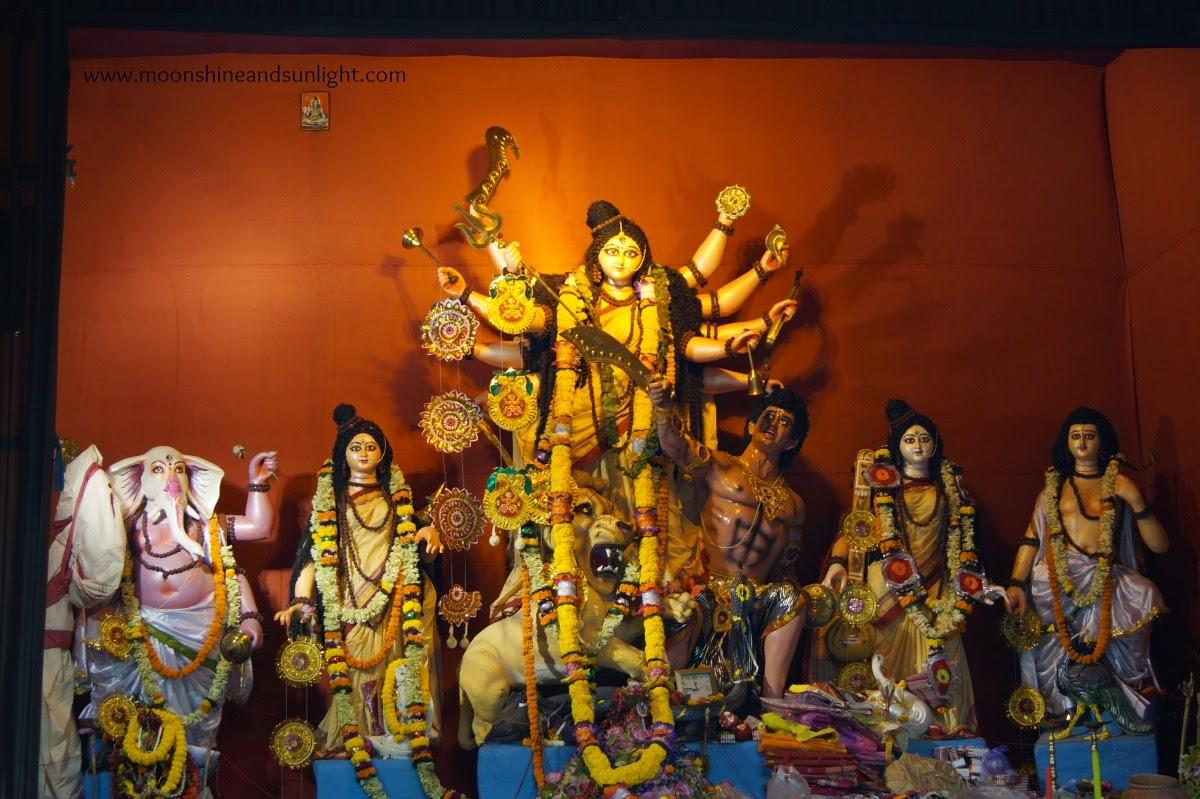 Durga puja pandal hopping 2014 ,Durga puja in India, artistic durga Idol, Durga Idol, durga puja,howrah, Kolkata