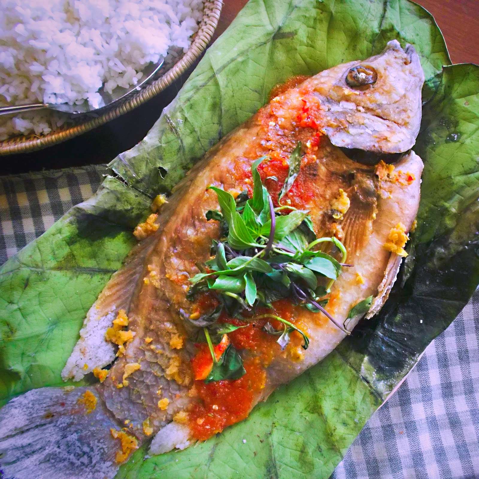 Street cuisine grilled fish from the tonl sap for The fish grill