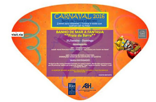 Carnaval da Barra com banho de mar à fantasia anima foliões
