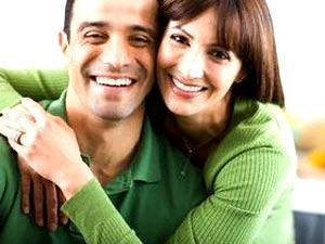هل تريدين ان يحبك زوجك ....اذن ابتعدى عن المقارنة - امرأة تحضن تحتضن رجل - woman hugging woman