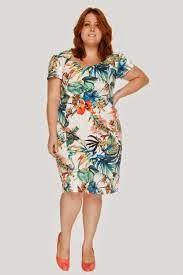 vestido de festa curto para gordinhas com estampa floral