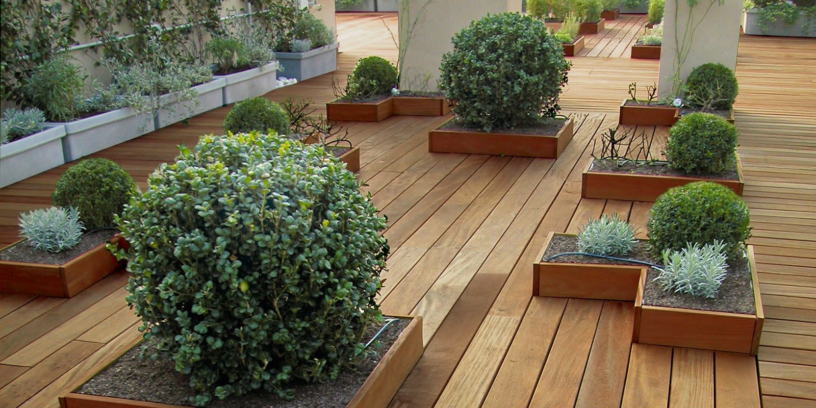 Amedeo liberatoscioli pavimento in legno per esterni for Piastrelle da esterno ikea