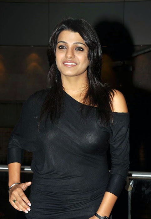 tashu kaushik looking in black dress photo gallery
