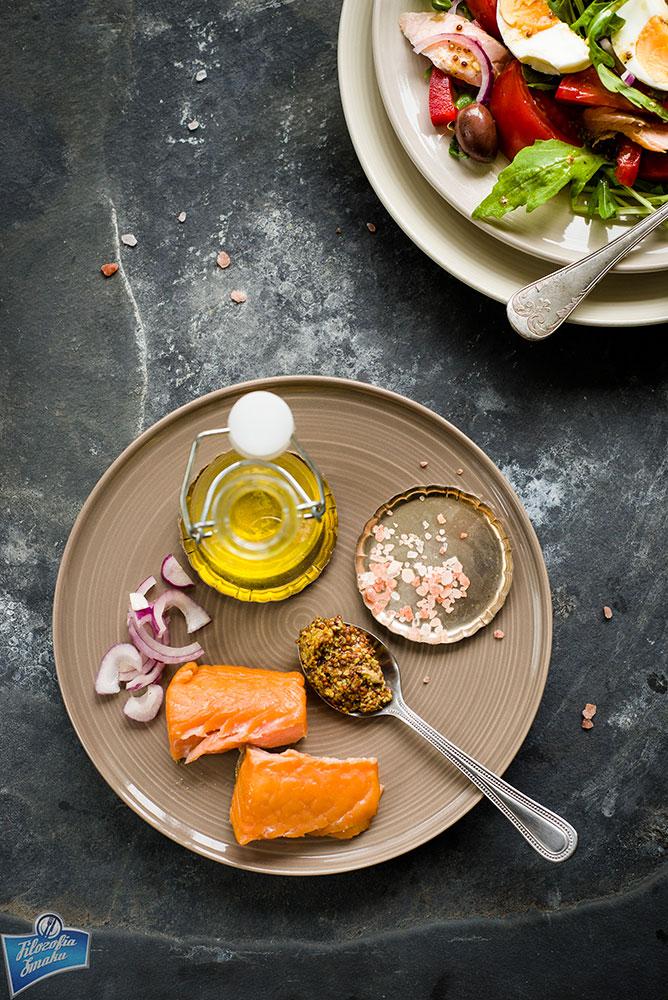Sałatka z wędzonego łososia i rukoli