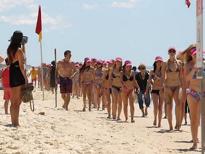 Parade Wanita Berbikini di Gold Coast Australia Pecahkan Rekor Dunia
