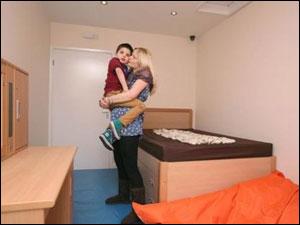 طفل يأكل غرفته - child kid eat his bedroom