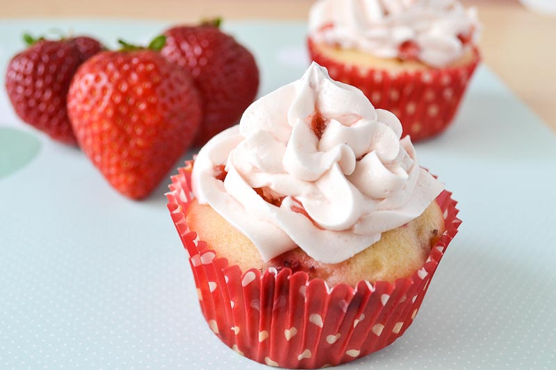 ... : Fresh Strawberry Dream Cupcakes with Fresh Strawberry Buttercream