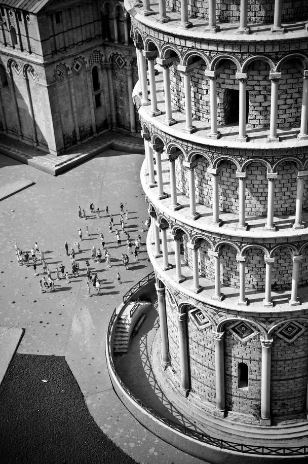 Little Pisa, luca pasquale, italia in miniatura, mini italia, mini italy, italy in miniature, torre di pisa, greyscale,