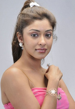 Sexy Model Actress Payal Ghosh