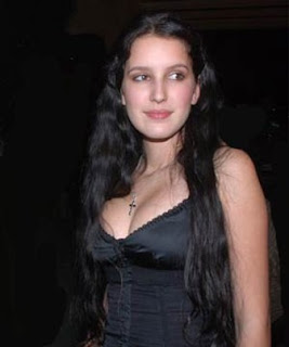 Isabella Kaif Younger Sister Of Bollywood Top Actress Katrina Kaif