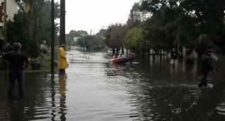 Vecinos de San Isidro afectados por la inundación se movilizan
