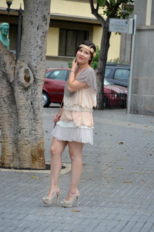 Look_Outfit_Graduacion_Tocado_Años_20_Zapatos_Joya_Zara_Vestido_Volantes_Nudelolablog_06