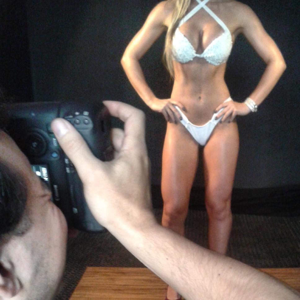 Candidata a Garota Fitness Brasil 2015 posa de biquíni e mostra o corpo sarado. Foto: André Ferracini