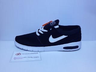 Sepatu Gaul, sepatu gaya, santai bagur baru, hitam dan puti