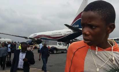 DANIEL IHEKINA TEENAGER THAT FLEW ON ARIK AIR WHEEL GETS SCHOLARSHIP
