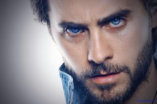 اجمل عيون زرقاء شاب