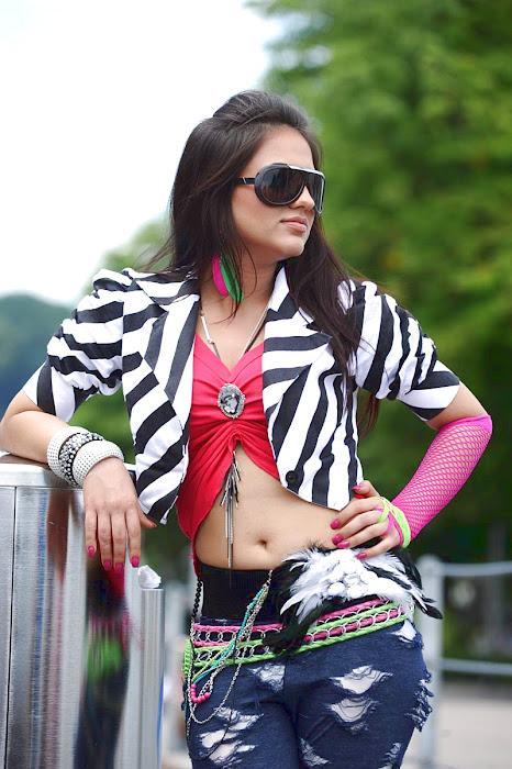 aksha spicy actress pics