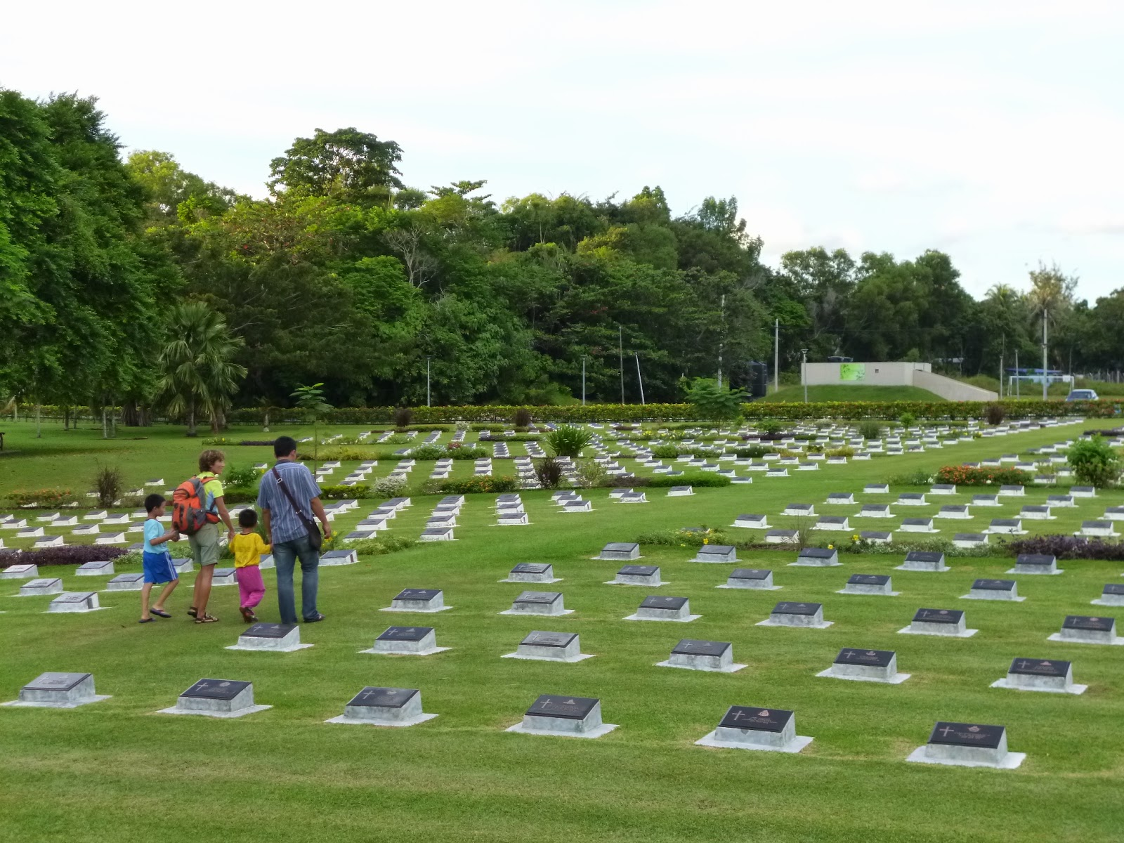 Isla de labuan borneo viajes con mochila de sonia ainara for Cementerio jardin del mar