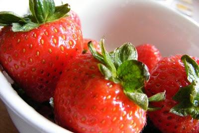 Saintis mahu hasilkan buah strawberi perisa coklat getah