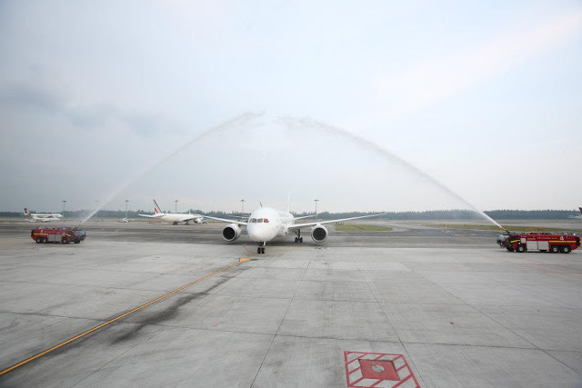 JAL 787 was welcomed with water canon salute at SIN.