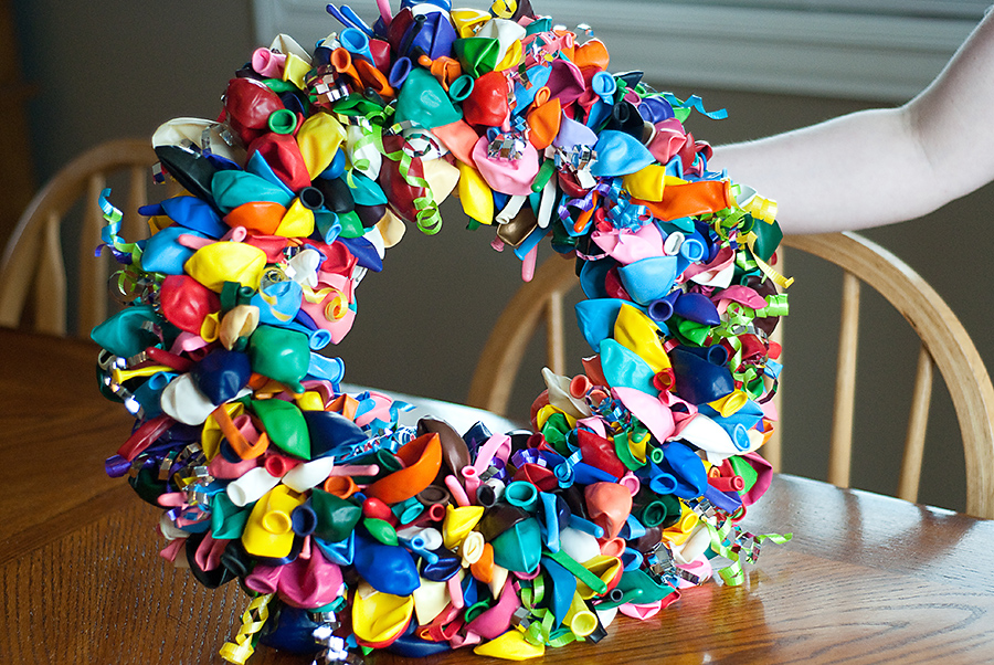 Balloon birthday wreath tutorial bits of everything