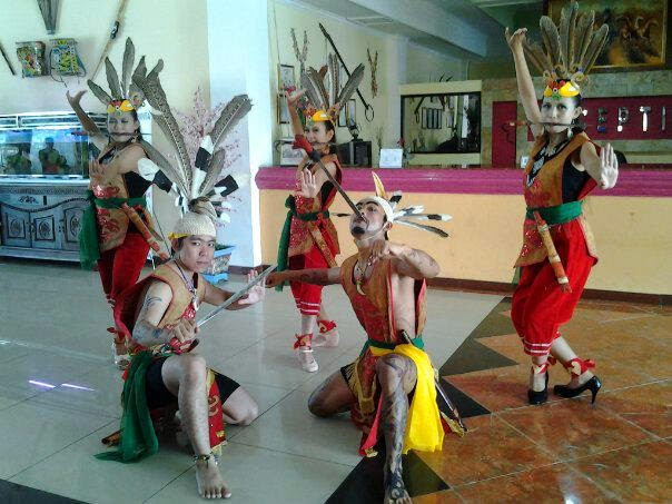 Makalah Singkat Tari Mandau Kalimantan