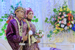 Foto Wedding EKA & ISA - 30 Juli 2015 | Tata Rias, Busana & Dekorasi oleh : Utami Irawan Rias Pengantin Purwokerto | Foto oleh Klikmg Fotografer Purwokerto