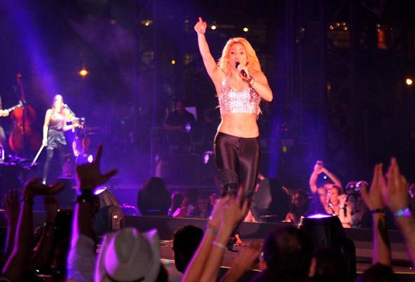 Galería » Apariciones, candids, conciertos... - Página 2 Shakira+roni+%25286%2529_634420906969609680_PhotoGalleryMain