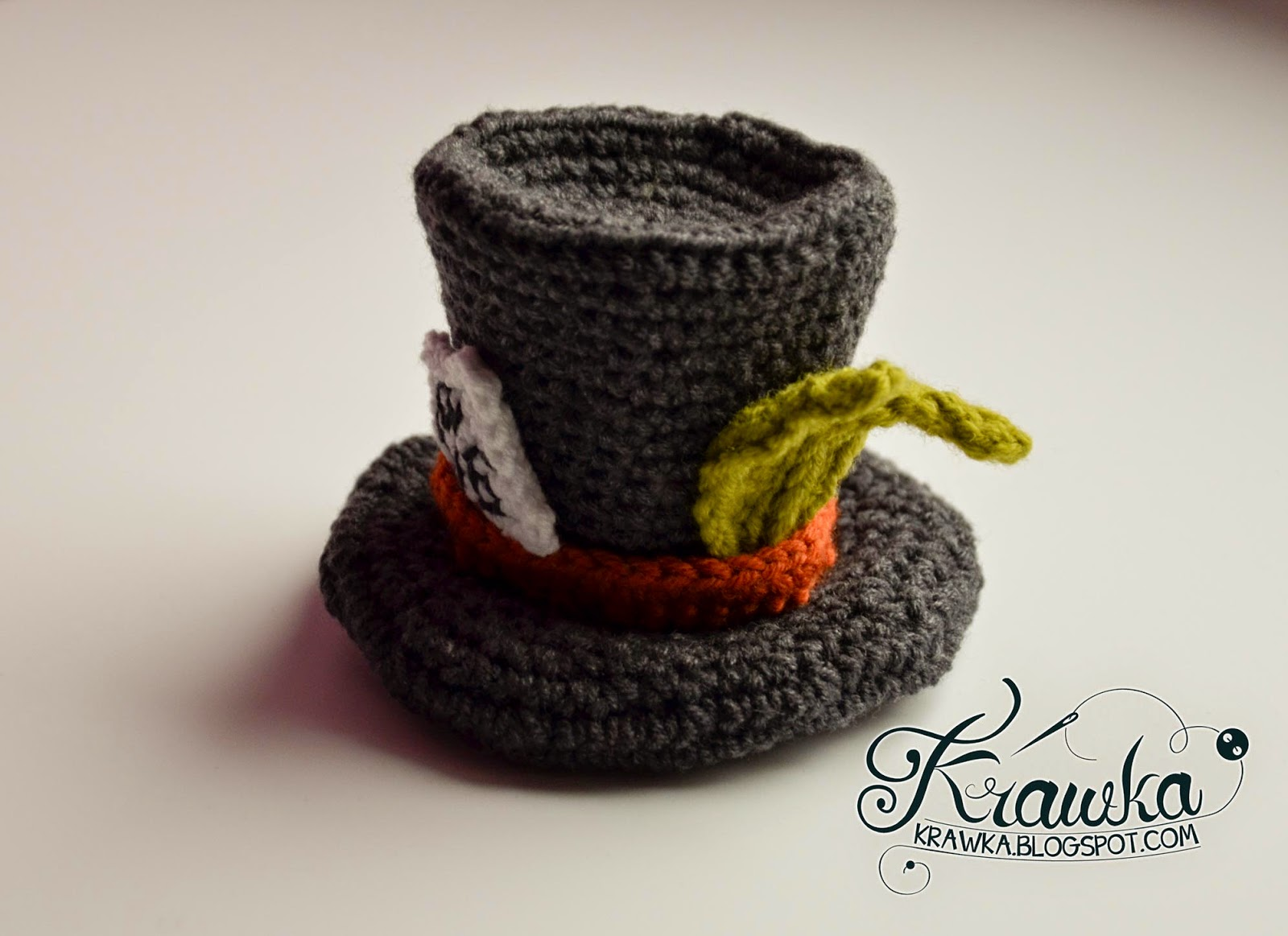 Krawka: Crazy cute crochet pattern for little Mad Hatter's hat - hair accesory