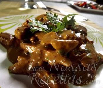 delicioso frango preparado com molho de mostarda