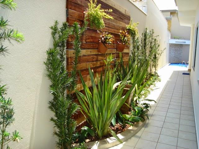 jardim vertical no muro : jardim vertical no muro:Jardim vertical amadeirado, plantas e piso!