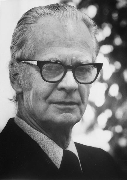 b f skinner operant conditioning Operant conditioning is b f skinner's name for instrumental learning: learning by consequences not a new idea, of course.