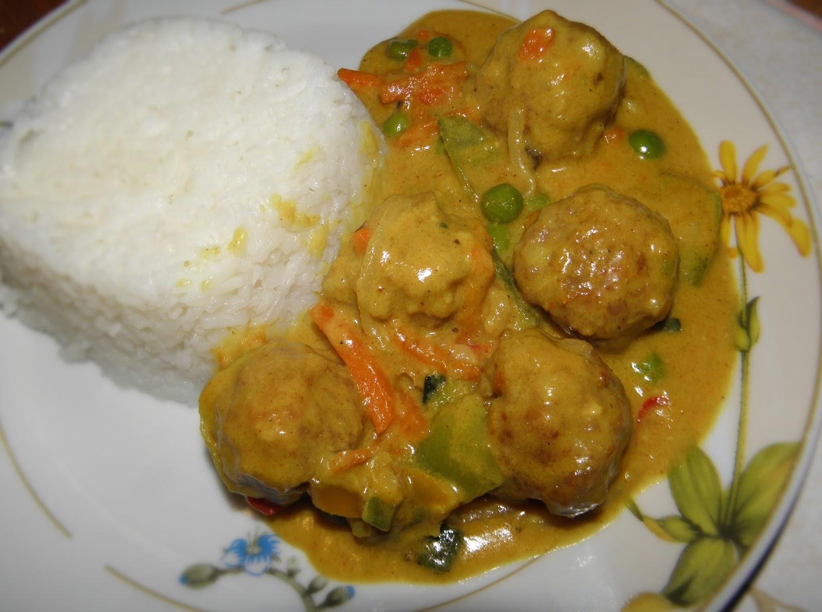 http://zakubkamitalerzami.blogspot.com/2014/11/pulpeciki-w-sosie-curry-z-warzywami.html