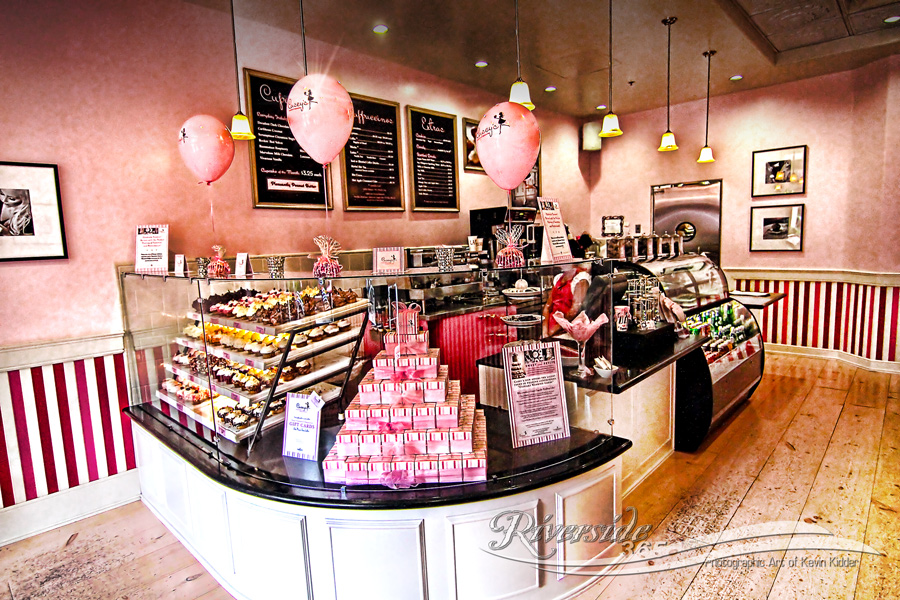 Bakery colors inspiration on pinterest bakery interior for Bakery shop decoration ideas