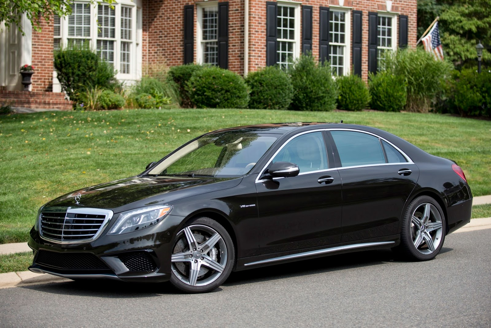 Automotiveblogz 2014 mercedes benz s63 amg 4matic sedan for Mercedes benz s63 amg 2014
