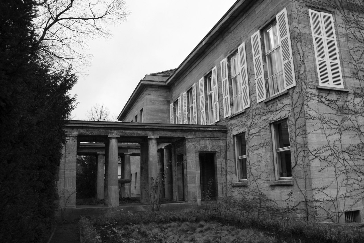 East of elbe wiegand house by peter behrens in berlin dahlem for Behrens house