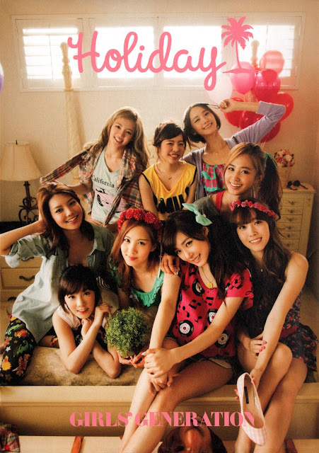 GIRLS GENERATION (少女時代 ) - Holiday [1st Official Photo book] scans download
