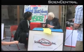 Lederman risponde alla domanda di fisica di una passante