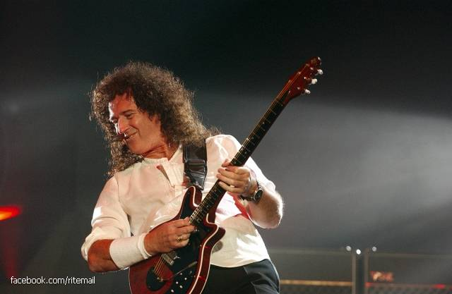 Guitarist Brian May (Queen) prefers not to play a mediator tizzy. Coin minting stopped in the 70 th year of the last century, however, especially for a world tour in 1993, the year, the Mint produced a series of British sixpence for Brian.