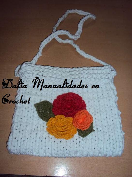 cartera blanca con flores