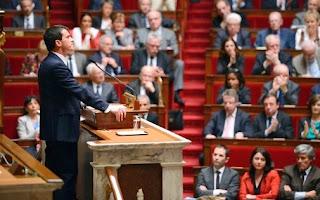 Les réactions des députés après le discours de Manuel Valls à l'Assemblée nationale