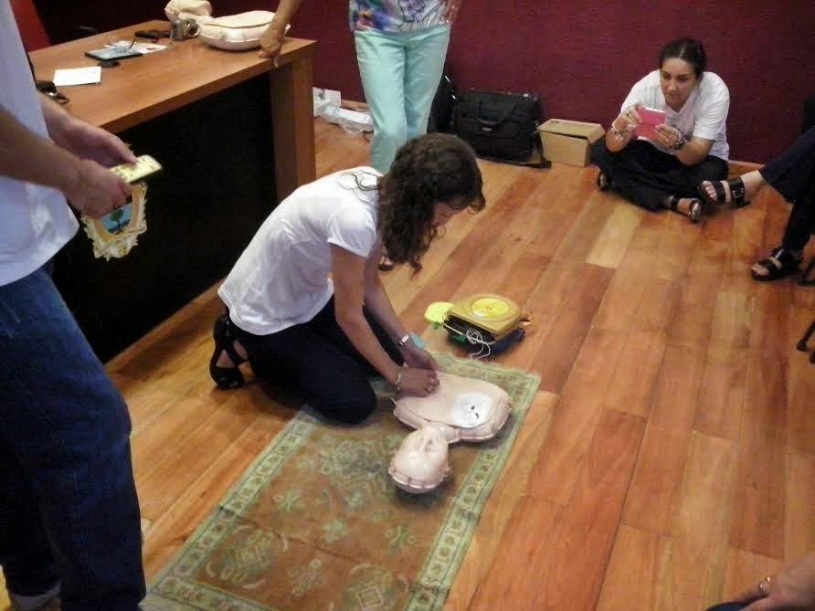 Capacitan en resucitación cardiopulmonar a docentes del Colegio Misericordia