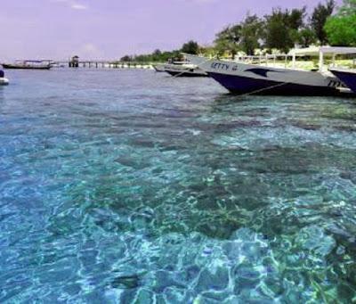 kejernihan air di senggigi lombok