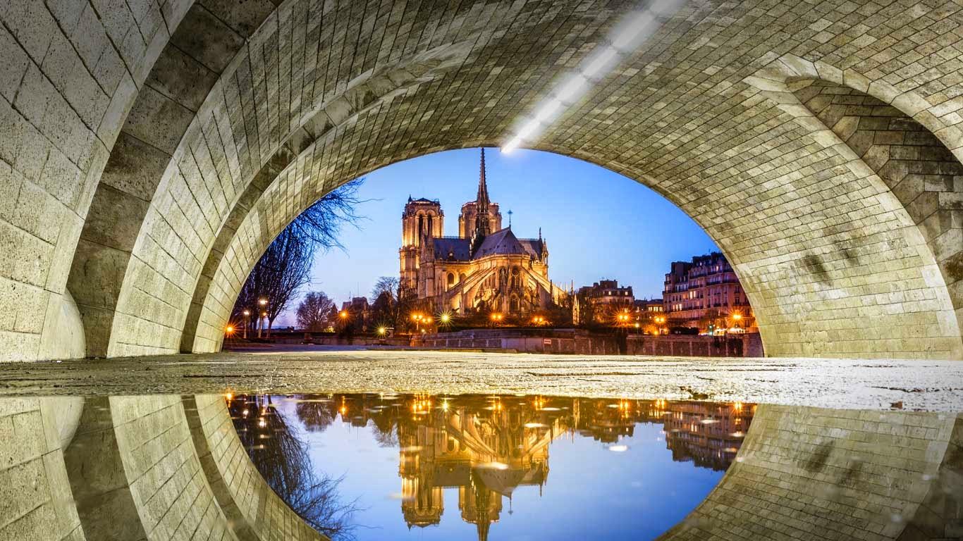 Notre Dame Cathedral reflected in a puddle under Pont de la Tournelle, Paris, France (© Loic Lagarde/Getty Images) 293